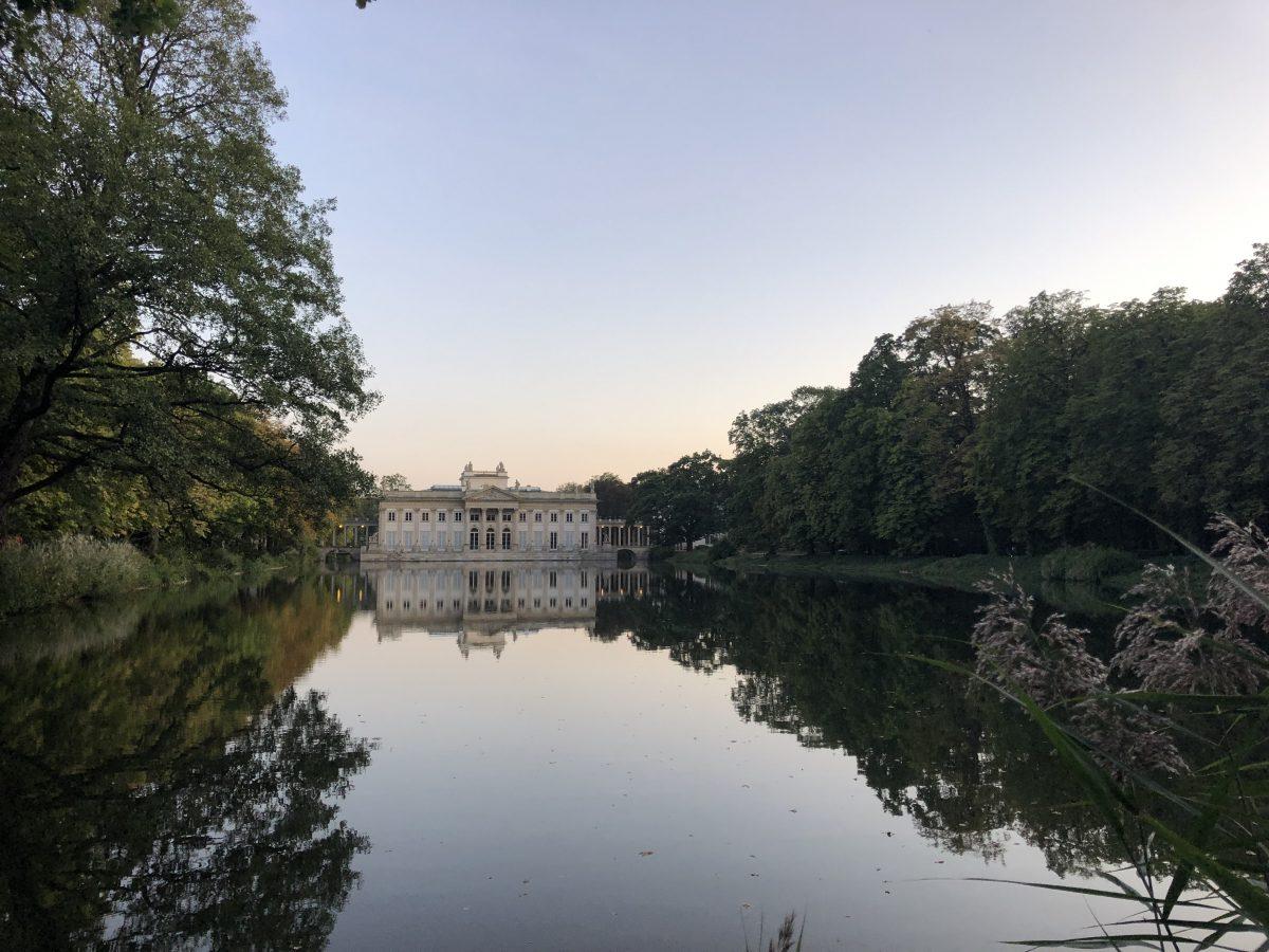 Palace on the Isle Varsova tuttuja juttuja